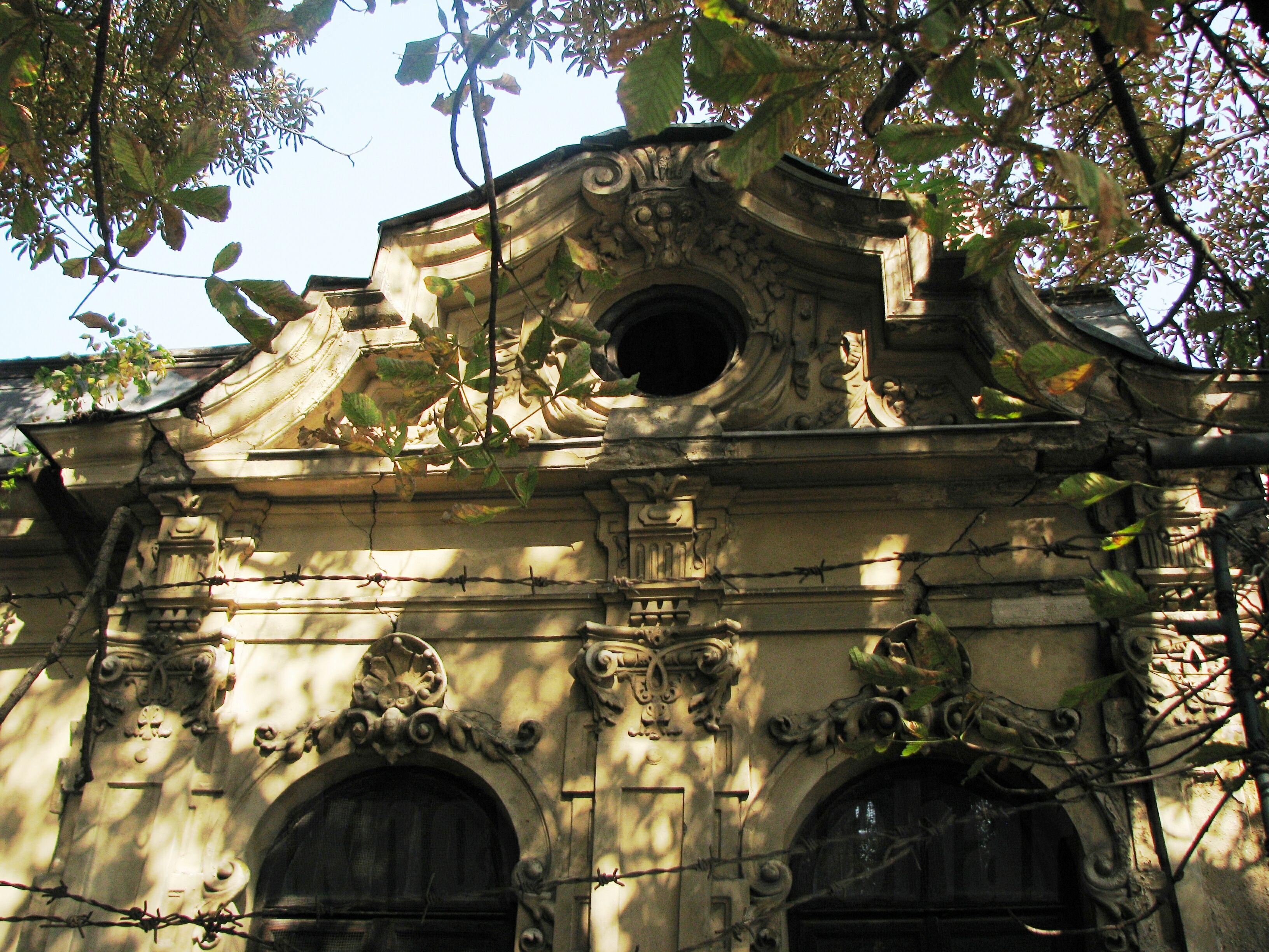 House façade, Negustori neighborhood, Bucharest | Bucharest Uncovered
