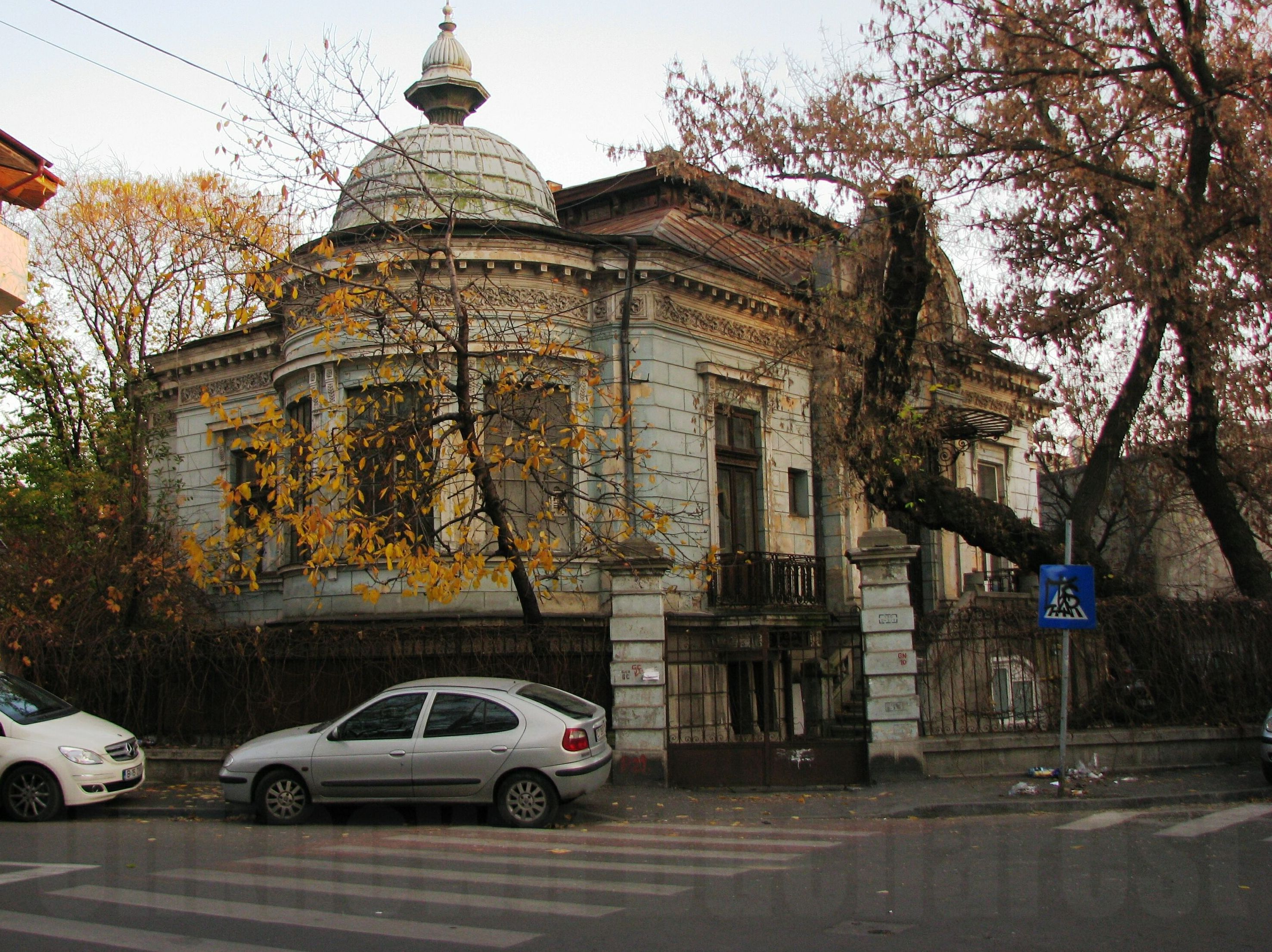 Change 2010 Style >> Bucharest's Old Neighbourhoods: Armenian, Negustori, Mantuleasa (14) | Bucharest Uncovered