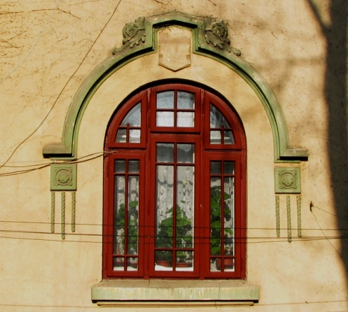 Window, Mantuleasa neighborhood, Bucharest