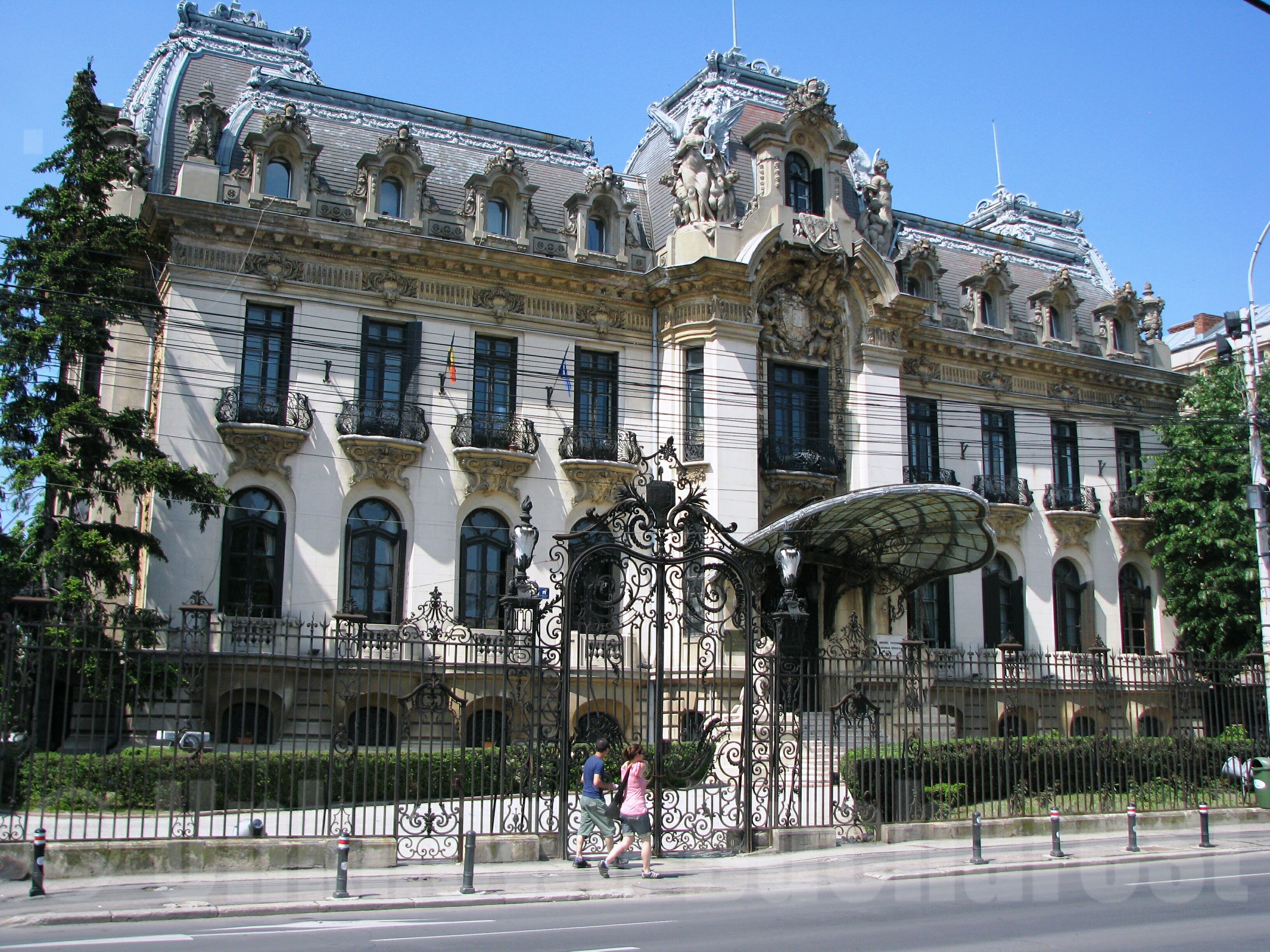 """Cantacuzino Palace (1906) – """"George Enescu"""" National Museum 