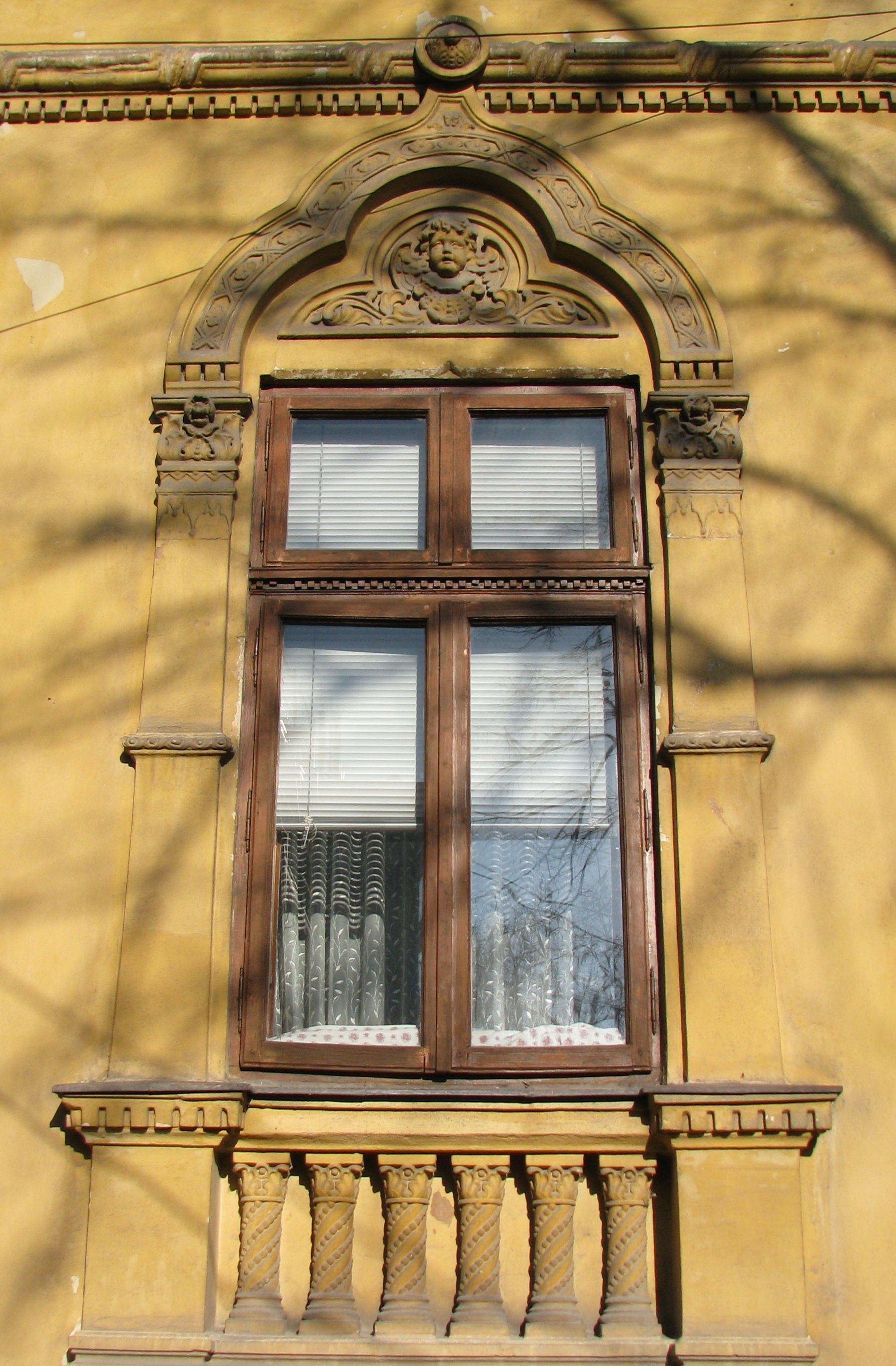 National-Romantic and Neo-Romanian Style House Windows in Bucharest (19) | Bucharest Uncovered