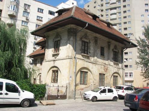 Sf Apostoli Church Bucharest, the parish house