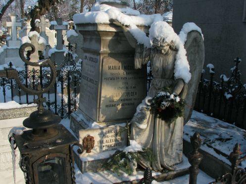 Funerary monument in Bellu Cemetery, Bucharest