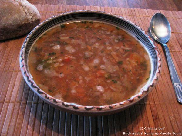 Romanian Lenten bean sour soup (ciorba de fasole de post)