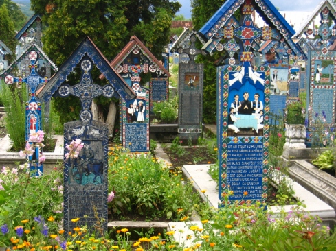painted-wooden-crosses-merry-cemetery-sapanta-maramures-romania