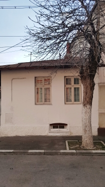 Old one-story house Bucharest Str Mitropolit Iosif